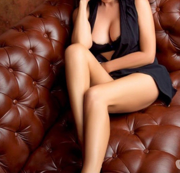 Hottest Indian Hot model Escorts book at Hinjewadi Hotel-Personals-Women Seeking Men-Pune