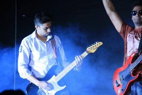 Guitarist / Keyboardist looking to play for a band-Community-Musicians & Bands-Pune